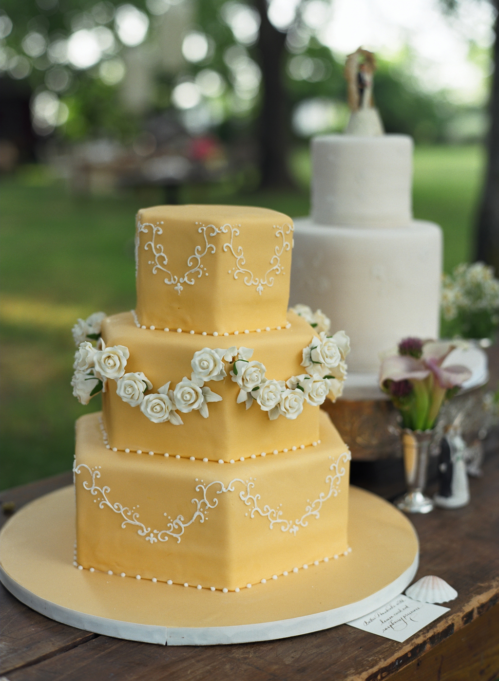 seaside vintage wedding cakes outdoor events evantine melissa paul liz banfield